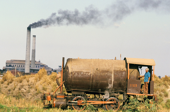 Sugar - Food「A Baldwin built Fireless 0-4-0 of 1917 vintage working at the Bolivia Sugar Mill in Cuba's Camaguey Province on Thursday 21 April 1988. The mill's chimneys are visible in the background. This locomotive takes its steam from the boilers of the mill and on」:写真・画像(9)[壁紙.com]
