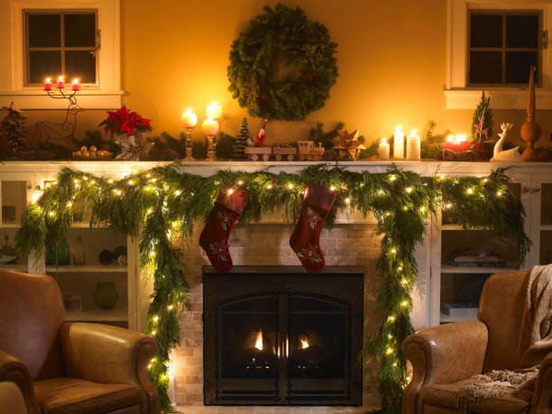 Fireplace with Christmas decoration:スマホ壁紙(壁紙.com)