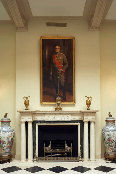 Fireplace with King's Portrait, Royal White Place, Belgrade, Serbia:ニュース(壁紙.com)