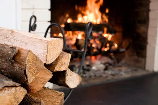 Log「Fireplace with fire burning」:スマホ壁紙(17)