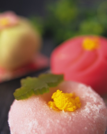 Wagashi「Wagashi, three types Japanese sweet, high angle view, Differential Focus, Close Up」:スマホ壁紙(13)