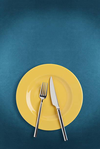 皿、フォークやナイフ:スマホ壁紙(壁紙.com)
