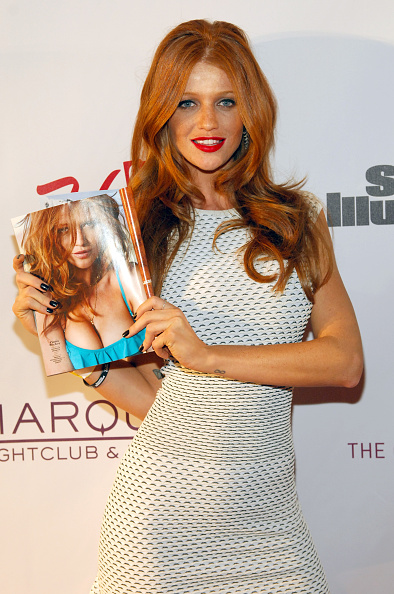 Cap Sleeve「SI Swimsuit On Location Hosted By Marquee Nightclub At The Cosmopolitan, Las Vegas」:写真・画像(19)[壁紙.com]