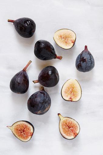 Fig「Figs lying on marble table」:スマホ壁紙(13)