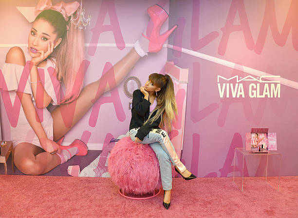M.A.C Viva Glam Spokesperson Ariana Grande Appearance At M.A.C North Robertson Store In LA:ニュース(壁紙.com)