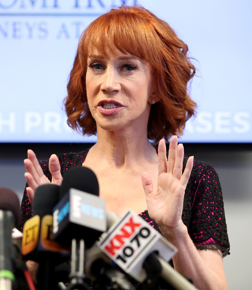 Press Room「Kathy Griffin And Her Attorney Lisa Bloom Hold Press Conference」:写真・画像(9)[壁紙.com]