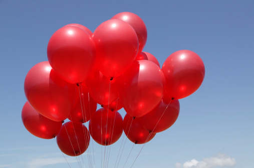 Repetition「Group of red balloons in sky, low angle view」:スマホ壁紙(19)