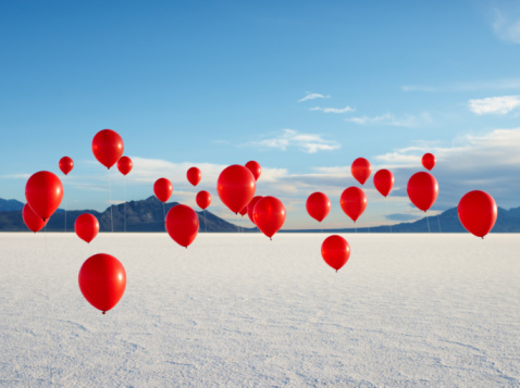 Fantasy「Group of Red Balloons on Salt Flats.」:スマホ壁紙(10)
