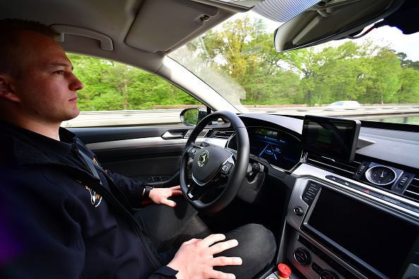 Driving「Continental AG Tests Autonomous Car Functions On A2 Highway」:写真・画像(15)[壁紙.com]