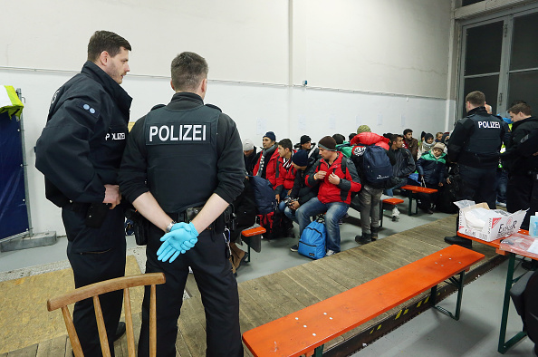 到着「Refugees Flow Slows On German-Austrian Border」:写真・画像(5)[壁紙.com]