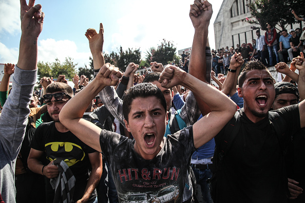 Authority「Thousands Of Migrants Wait in Istanbul's Main Bus Station」:写真・画像(13)[壁紙.com]