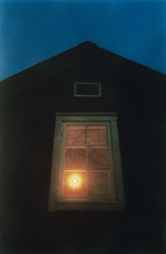 Gable「Candle in Window at Night」:スマホ壁紙(18)