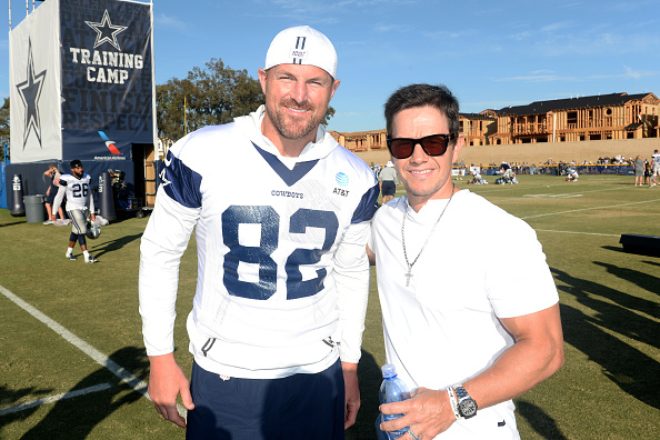 NFC East「Mark Wahlberg Attends The Dallas Cowboys Training Camp To Announce Wahlburgers Opening At The Star In Frisco」:写真・画像(14)[壁紙.com]