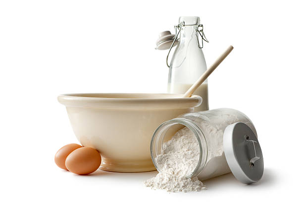 Baking Ingredients: Bowl, Eggs, Flour and Milk:スマホ壁紙(壁紙.com)