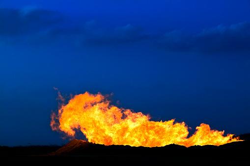 Inferno「Burning oil while testing the oil flow level in an oil well in the Western Desert of Egypt.」:スマホ壁紙(5)