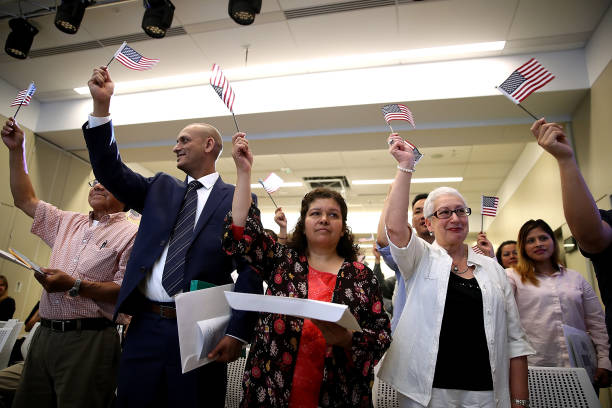 Former Refugees To U.S. Sworn In As American Citizens In San Francisco:ニュース(壁紙.com)