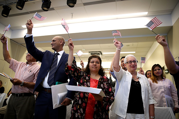 Variation「Former Refugees To U.S. Sworn In As American Citizens In San Francisco」:写真・画像(8)[壁紙.com]