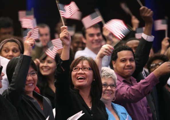 USA「Eighty Immigrants From 47 Countries Become Americans During Naturalization Ceremony」:写真・画像(18)[壁紙.com]