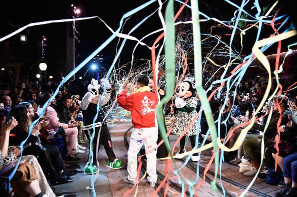 ミニーマウス「Disney kicks off 'Mickey the True Original' campaign in celebration of Mickey's 90th anniversary with a fashion show at Disneyland featuring a Mickey-inspired collection by Opening Ceremony」:写真・画像(19)[壁紙.com]