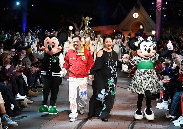 ミニーマウス「Disney kicks off 'Mickey the True Original' campaign in celebration of Mickey's 90th anniversary with a fashion show at Disneyland featuring a Mickey-inspired collection by Opening Ceremony」:写真・画像(17)[壁紙.com]