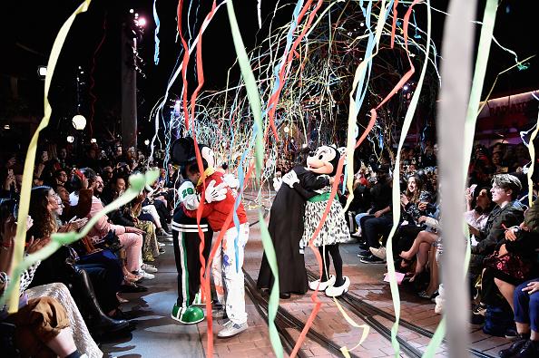ミニーマウス「Disney kicks off 'Mickey the True Original' campaign in celebration of Mickey's 90th anniversary with a fashion show at Disneyland featuring a Mickey-inspired collection by Opening Ceremony」:写真・画像(15)[壁紙.com]
