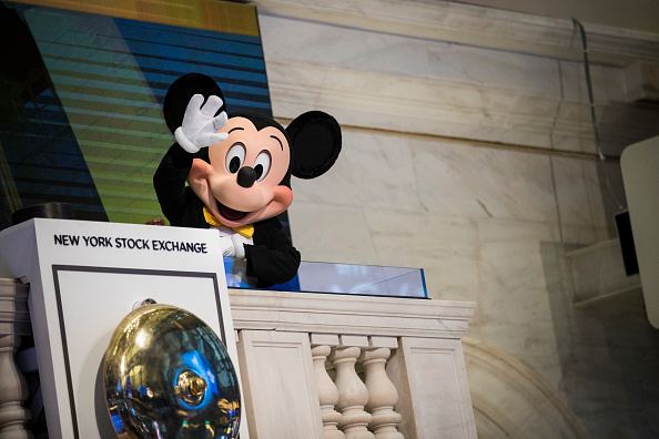 Disney「Walt Disney Chairman And CEO Bob Iger Rings Opening Bell At NY Stock Exchange」:写真・画像(13)[壁紙.com]