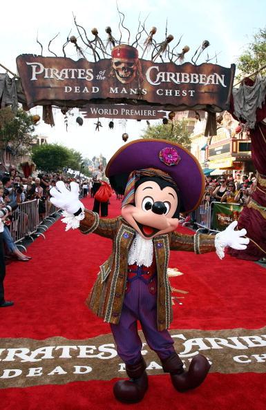 ミッキーマウス「World Premiere Of 'Pirates of the Caribbean 2: Dead Man's Chest' - Arrivals」:写真・画像(19)[壁紙.com]