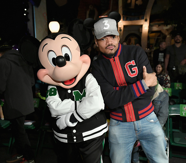 "Mickey Mouse「Disney kicks off ""Mickey the True Original"" campaign in celebration of Mickey's 90th anniversary with a fashion show at Disneyland featuring a Mickey-inspired collection by Opening Ceremony」:写真・画像(2)[壁紙.com]"