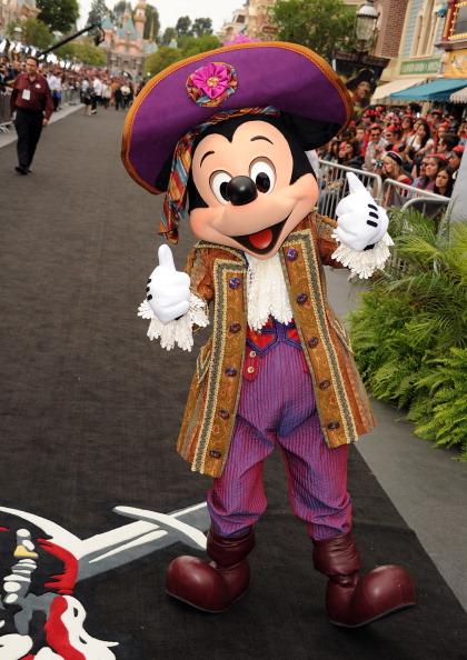 ミッキーマウス「Premiere Of Walt Disney Pictures' 'Pirates Of The Caribbean: On Stranger Tides' - Red Carpet」:写真・画像(15)[壁紙.com]