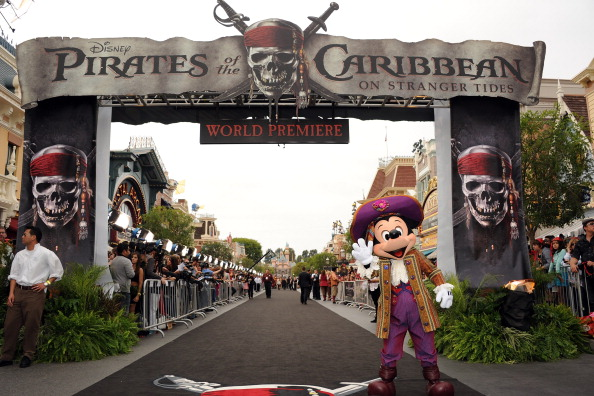 ミッキーマウス「Premiere Of Walt Disney Pictures' 'Pirates Of The Caribbean: On Stranger Tides' - Red Carpet」:写真・画像(0)[壁紙.com]