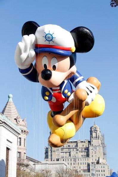 ミッキーマウス「86th Annual Macy's Thanksgiving Day Parade」:写真・画像(10)[壁紙.com]