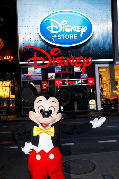 Mickey Mouse Unveils Disney Store's New Digital Billboard In Times Square:ニュース(壁紙.com)