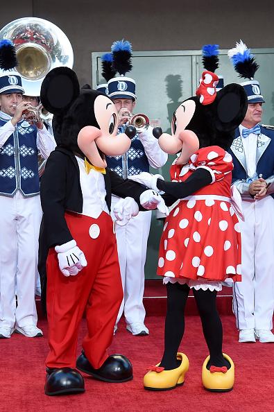 ミニーマウス「Premiere Of Disney's 'Christopher Robin' - Stage Dedication To The Sherman Brothers」:写真・画像(13)[壁紙.com]