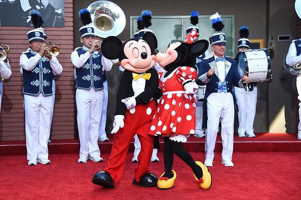 ミニーマウス「Premiere Of Disney's 'Christopher Robin' - Stage Dedication To The Sherman Brothers」:写真・画像(10)[壁紙.com]