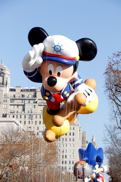 ミッキーマウス「86th Annual Macy's Thanksgiving Day Parade」:写真・画像(4)[壁紙.com]