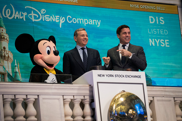 Mickey Mouse「Walt Disney Chairman And CEO Bob Iger Rings Opening Bell At NY Stock Exchange」:写真・画像(15)[壁紙.com]