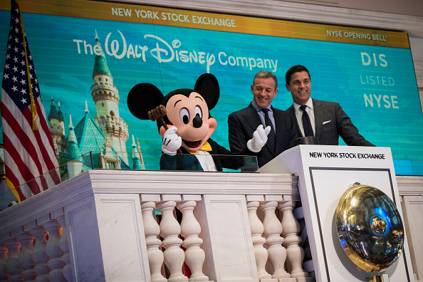Mickey Mouse「Walt Disney Chairman And CEO Bob Iger Rings Opening Bell At NY Stock Exchange」:写真・画像(3)[壁紙.com]