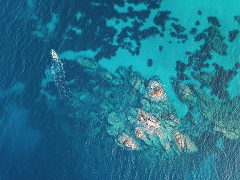 島「サンゴ礁付近の航行」:スマホ壁紙(17)