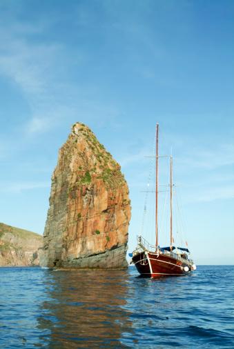 Panarea「Sailing near Cala Junco, Panarea, rock」:スマホ壁紙(18)