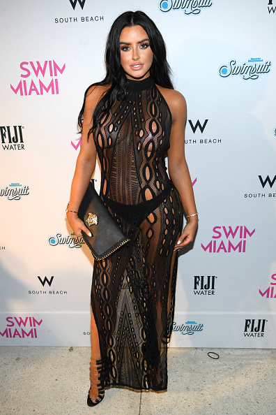 Miami Beach「SWIMMIAMI Sports Illustrated Swimsuit 2018 Collection - Front Row」:写真・画像(15)[壁紙.com]
