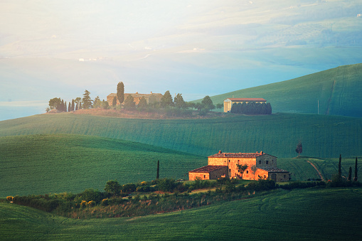 Val d'Orcia「Dawn in Tuscany」:スマホ壁紙(1)