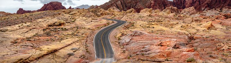 Empty Road「Empty Desert Road on Red Rock Canyon」:スマホ壁紙(6)