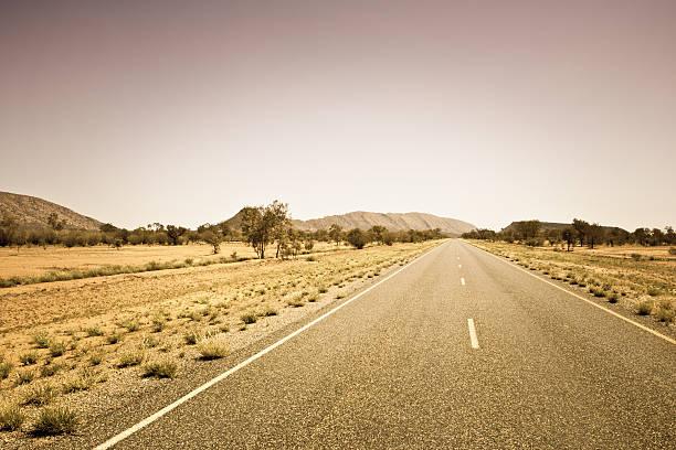 Empty Desert Road,Australia:スマホ壁紙(壁紙.com)