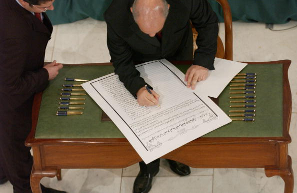 Iraqi Governing council「Iraqi Council Signs Interim Constitution」:写真・画像(1)[壁紙.com]