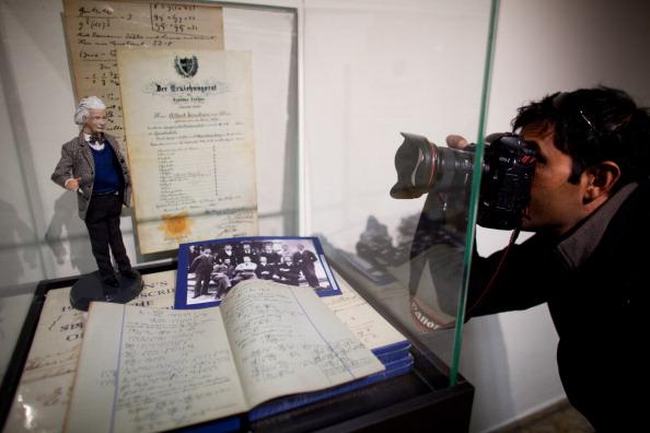 Jerusalem「The Hebrew University of Jerusalem Opens Up Albert Einstein Archives」:写真・画像(18)[壁紙.com]