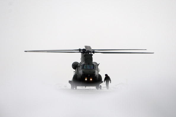 CH-47 Chinook「New Chinook Mk3 Helicopters Arrive At RAF Odiham Before Afghan Deployment」:写真・画像(2)[壁紙.com]