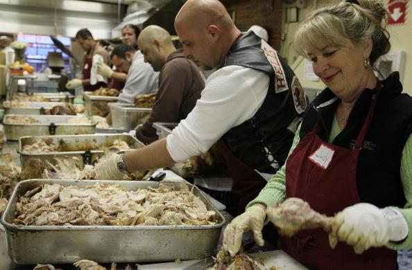 Turkey Meat「Hells Angels Volunteers Prepare Thanksgiving Dinner At SF Soup Kitchen」:写真・画像(15)[壁紙.com]