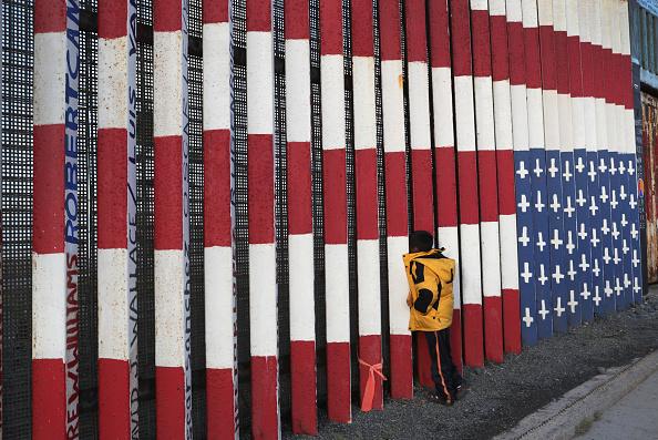 Refugee「Immigrant Caravan Members Continue To Gather At U.S.-Mexico Border」:写真・画像(9)[壁紙.com]