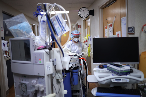 Hospital「Health Care Professionals Work On The Frontlines Of COVID-19 Pandemic In Maryland Hospital」:写真・画像(0)[壁紙.com]