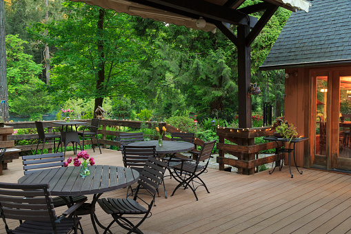 Outdoor Chair「Deck and Tables overlooking garden」:スマホ壁紙(6)